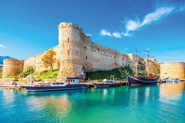 Кіпр відклав відкриття в'їзду для українців. Влада острова боїться нових штамів COVID-19
