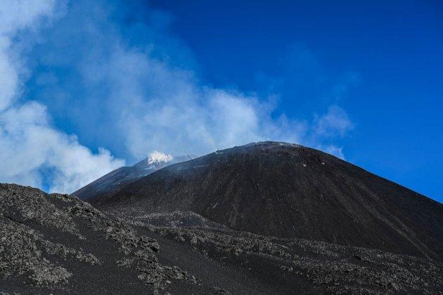 На Сицилії вдруге за місяць прокинувся вулкан Етна (відео)