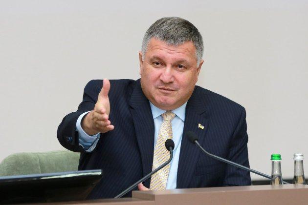 Аваков заявив, що Порошенко мав матеріали СБУ, щоб закрити «канали Медведчука»