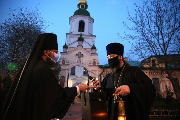 В Україні дозволили вакцинувати діячів культури, спортсменів та священнослужителів
