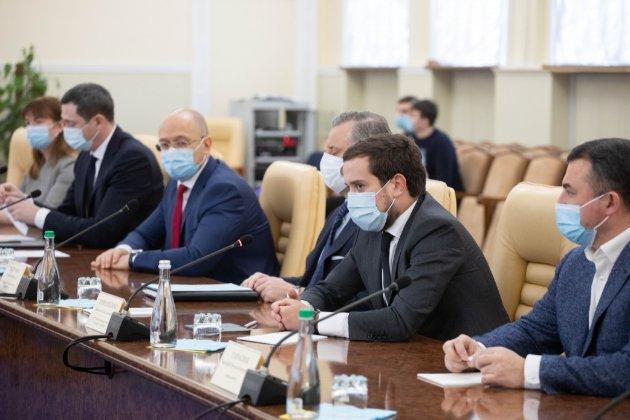 Зеленський підписав закон про відновлення конкурсів на посади в держслужбі