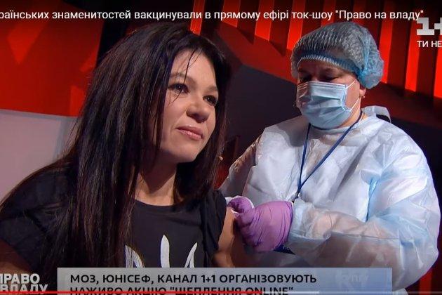 Шоу на телебаченні. Щеплення від СOVID-19 зробили співачці Руслані й ведучій Мосейчук