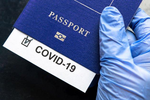 Єврокомісія вимагає від урядів ЄС почати роботу над паспортами вакцинації