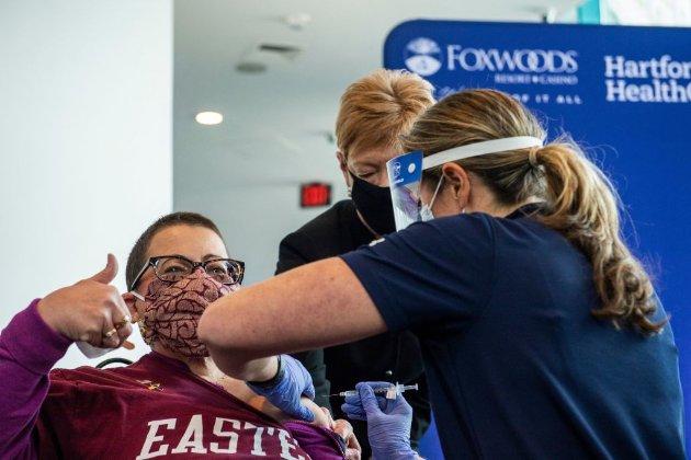 В США дозволили не носити маски повністю вакцинованим