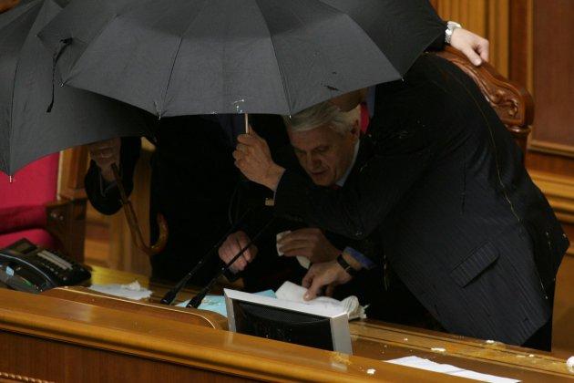 Притягнути до відповідальності депутатів, які голосували за «Харківські угоди», забороняє Конституція