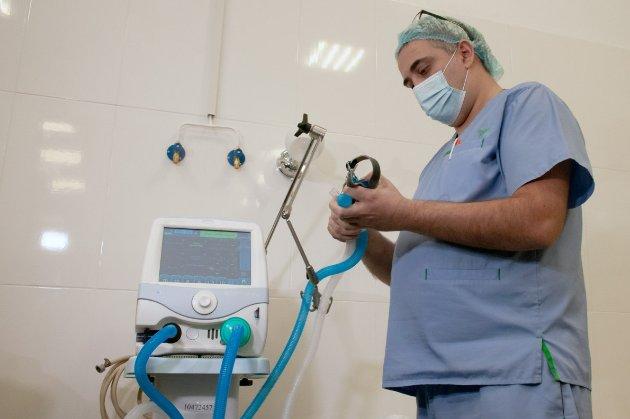 До апаратів ШВЛ під'єднали рекордну кількість хворих за весь час пандемії — ОПУ