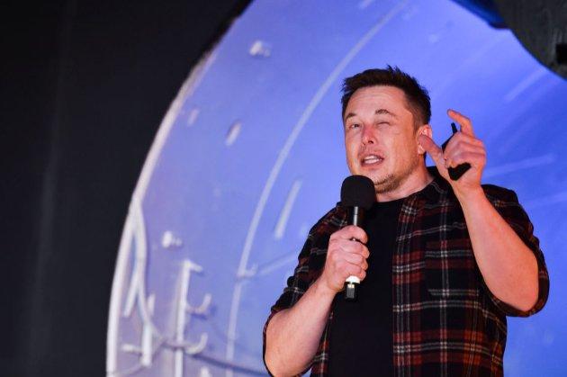 Ілон Маск в офіційному поданні оголосив себе «Технокоролем», а фіндиректора — «Майстром монети»