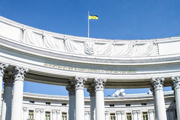 Не виїжджаючи з країни. Українські посольства запрацюють дистанційно