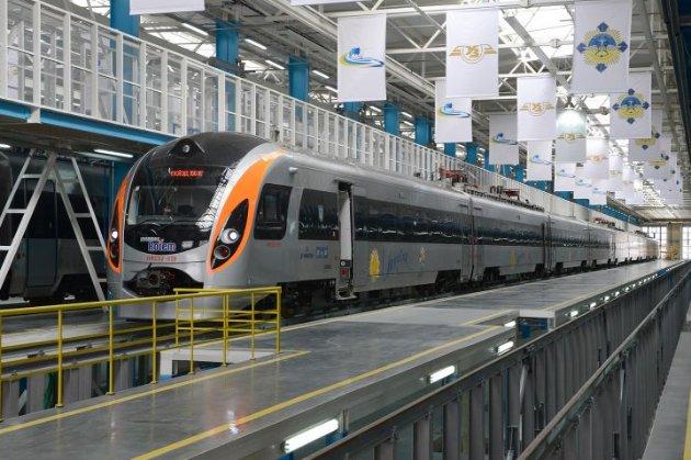 Щомісяця на 2%. В Україні дорожчатимуть залізничні квитки