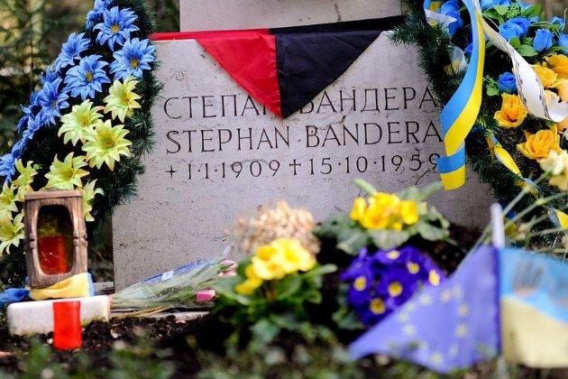 Україна закликала владу Німеччини розслідувати напад на могилу Бандери