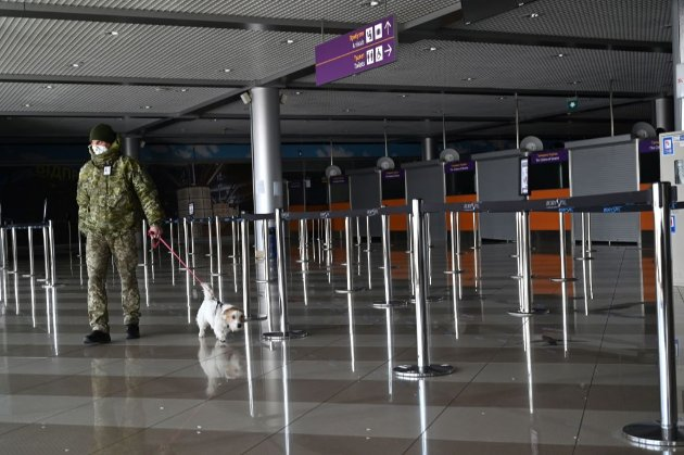 Українцям, що повертаються з-за кордону, треба мати негативний ПЛР-тест, зроблений за 48 годин