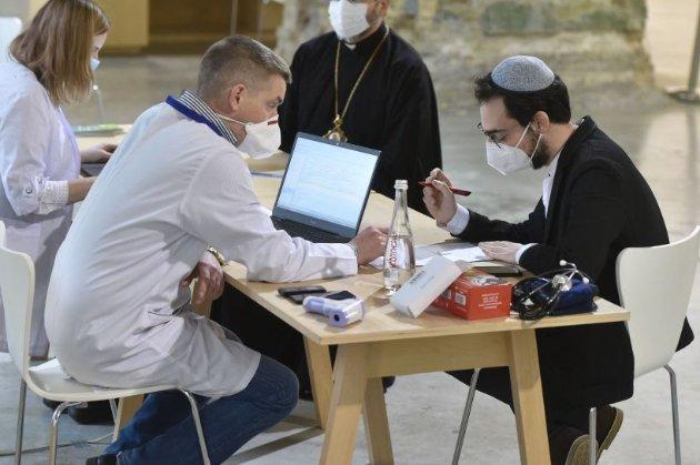 Більше половини населення Ізраїлю вакцинувалося від COVID