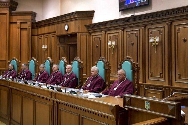 Зеленський заявив, що люди, призначені Януковичем до КСУ, можуть іти на заслужений відпочинок