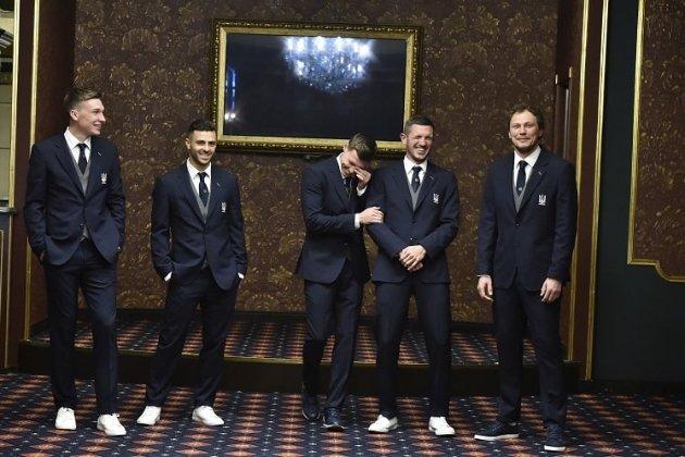 Зустрінуть за одягом. Футбольна збірна України показала цивільні костюми до Євро-2020