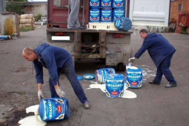 У «Київавтодорі» придбали більше 1 тис. банок згущеного молока для «боротьби з ямами»