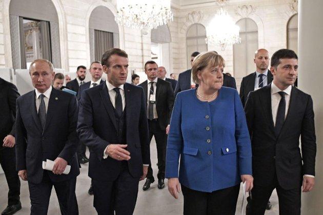 Путін готується обговорити війну на Донбасі з Меркель та Макроном