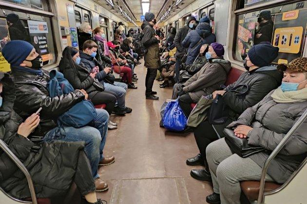 Жорсткий карантин у Києві. Мерія може закрити школи, садочки і зупинити транспорт