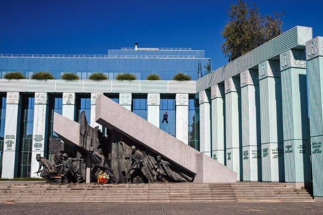 Єврокомісія позивається до Європейського суду проти Польщі через новий закон Варшави про покарання суддів