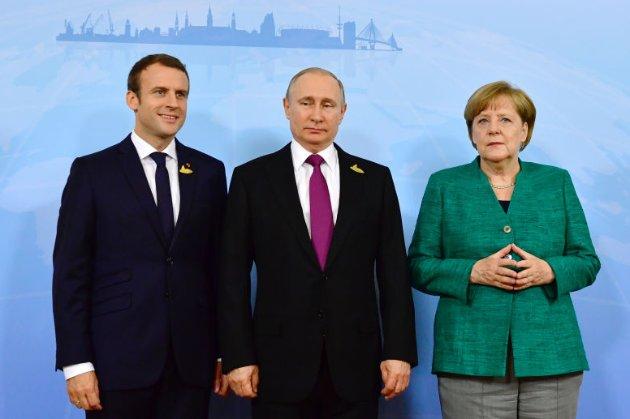 Макрон і Меркель закликали Путіна припинити вогонь на Донбасі