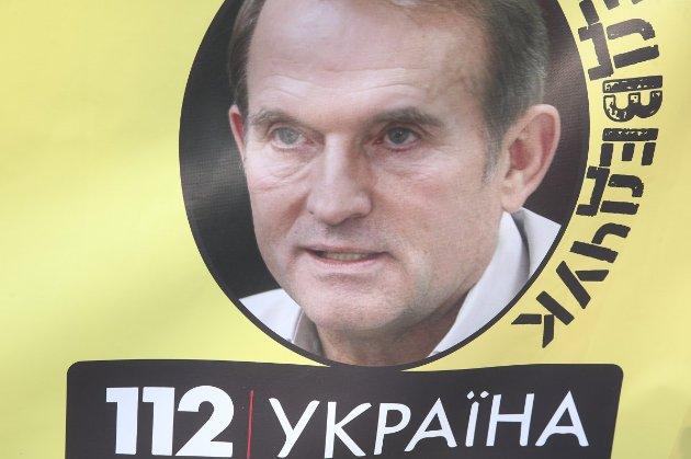 ДБР відкрила кримінальне провадження щодо депутатів Медведчука і Козака за підозрою у державній зраді