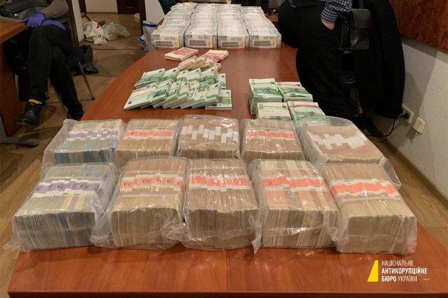 НАБУ знайшло у «посередників Вовка» понад $3,7 млн та антикваріат