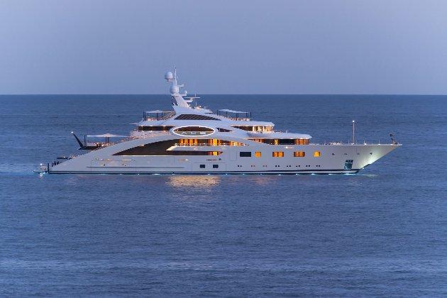 Скидає «Туза». Український мільярдер через борги продає яхту за €119 млн (фото)