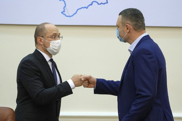 Шмигаль натякнув, що мер Києва політично піариться на темі COVID-19