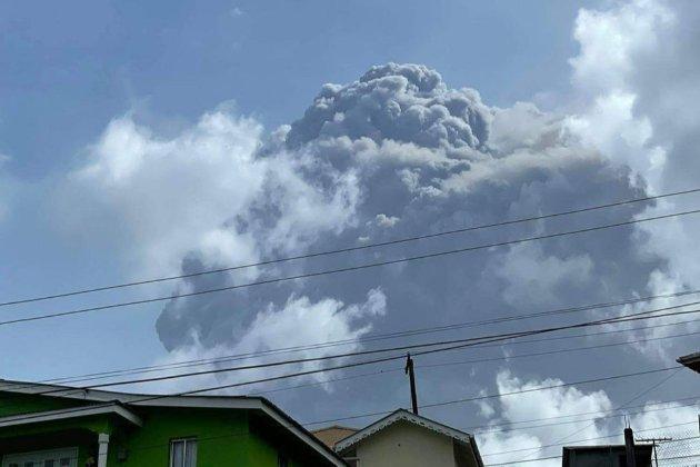 На Карибських островах прокинувся вулкан. Через виверження евакуювали 16 тис. людей