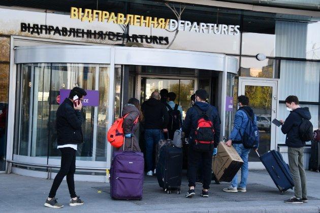 Пасажиропотік українських аеропортів скоротився на 54%