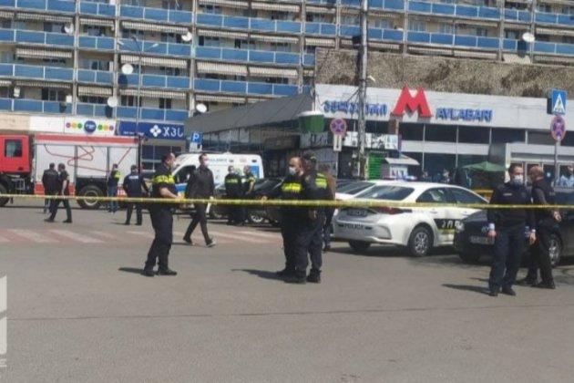 У Тбілісі озброєний чоловік захопив заручника у відділенні банку (оновлено)