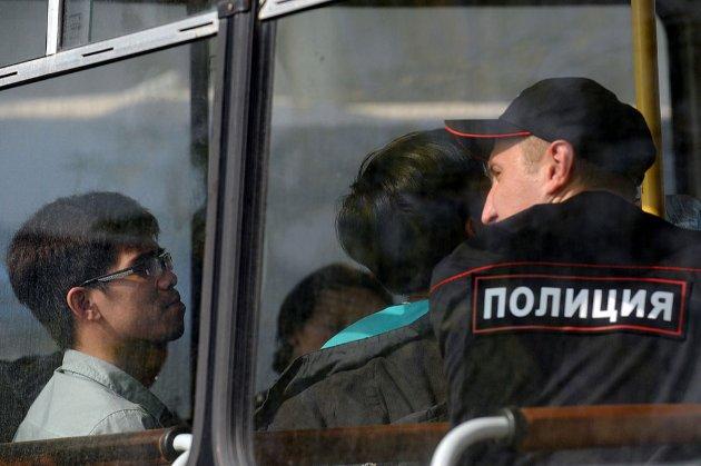 МВС Росії погрожує вислати з країни 150 тис. українців-нелегалів