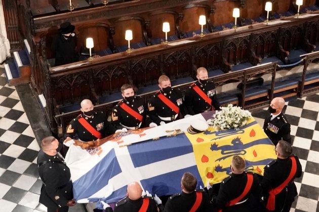 Під команду «Всі по місцях». У Британії поховали принца Філіпа