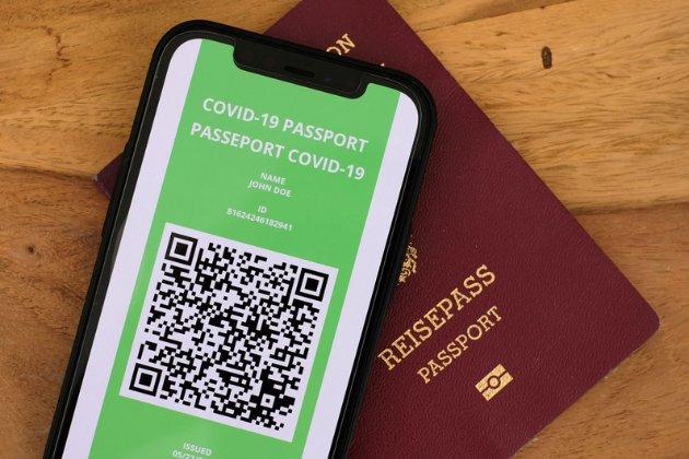 Франція бажає першою в Євросоюзі запустити цифрові COVID-паспорти для подорожей