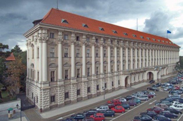 У Чехії пропонують залишити одного російського дипломата в країні