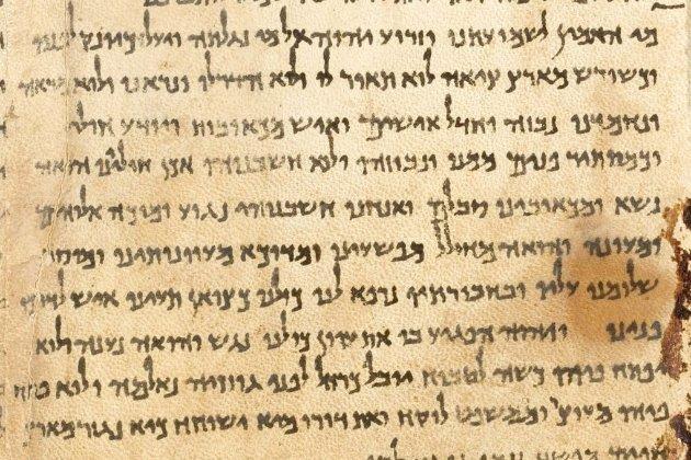 Штучний інтелект пояснив загадку сувоїв Мертвого моря