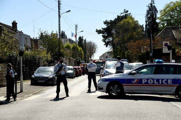У Франції під Парижем невідомий вбив ножем поліцейську