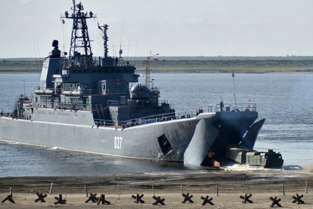 Два російських десантних кораблі залишилися в Чорному морі після навчань