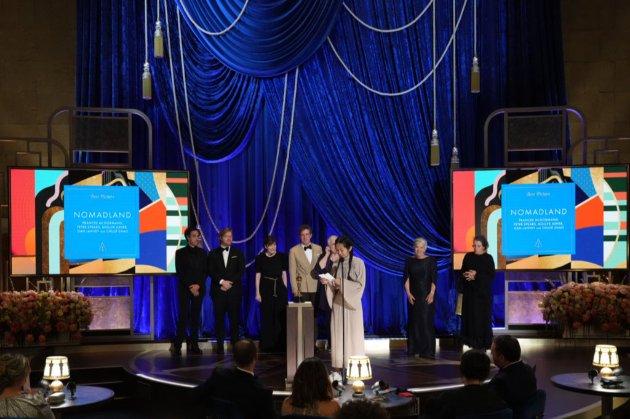 «Оскар» за кращий фільм отримала стрічка про аутсайдерів — «Земля кочівників» Хлої Чжао