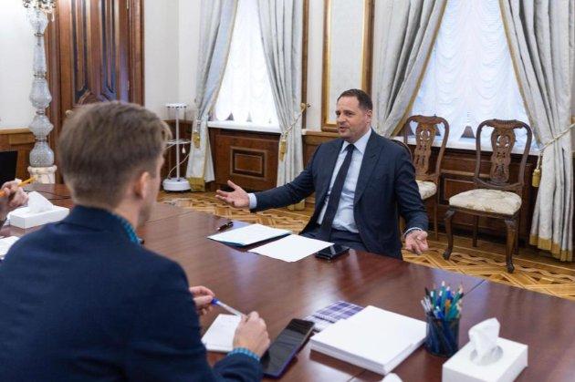 Єрмак назвав некоректною ідею запросити Путіна до Києва