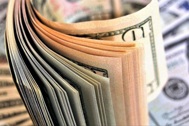 У квітні українці здали валюти найбільше за чотири роки