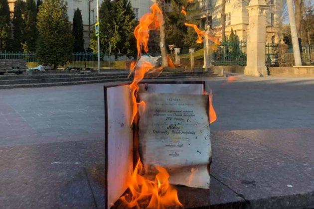 Український учений спалив свій диплом кандидата наук на знак протесту проти дисертації Киви
