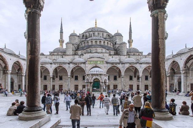 У Туреччині оголосили жорсткий карантин через сплеск епідемії коронавірусу