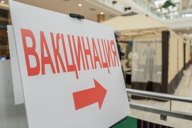 «Вакцинна дипломатія». РФ і КНР підривають довіру до західних щеплень, стверджує ЄС