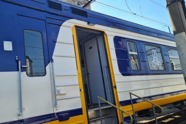 УЗ запускає приміську електричку з вагонами для перевезення велосипедів (фото)