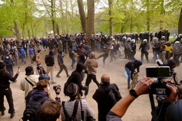 У Брюсселі та Гельсінкі активісти влаштували протести проти локдауну