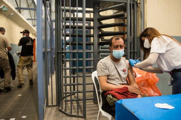 В Ізраїлі від COVID-19 вакцинували 75% дорослого населення