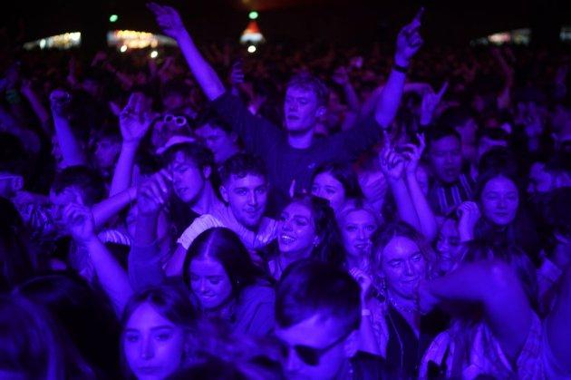 У Великобританії провели тестовий концерт на 5 тис. глядачів без масок та дистанції