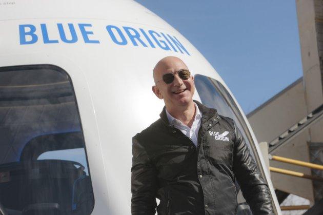 Компанія Джеффа Безоса влітку запустить туристичний політ в космос