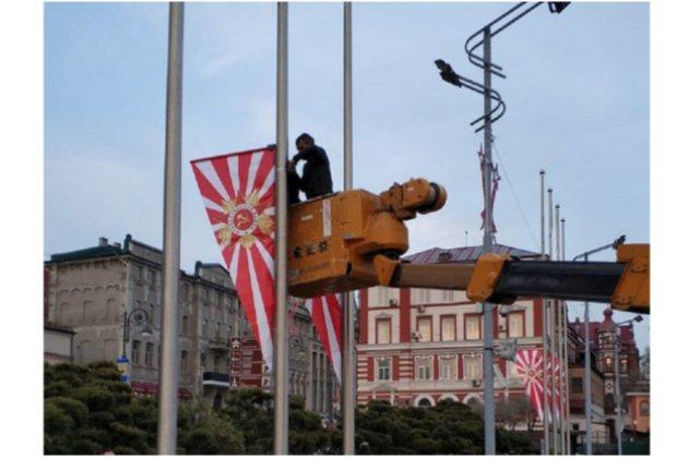 У Владивостоці до Дня перемоги вивісили прапори, що нагадують символіку ВМС Японії (фото)