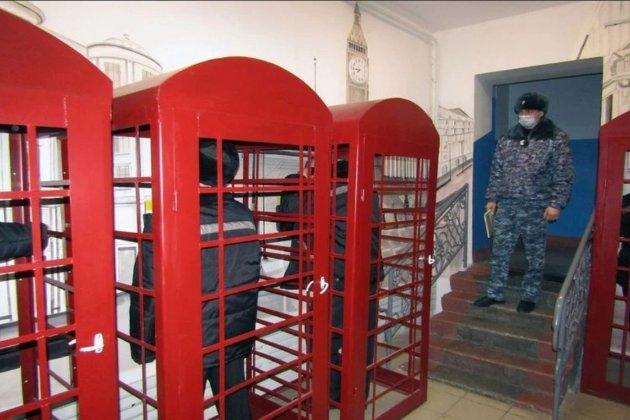 Ув'язнені у Новосибірську зможуть телефонувати з червоних будок, «як у Лондоні»